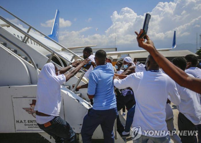 희망 없는 고국 떠나는 아이티인들…새 삶 찾는 여정은 험난할뿐