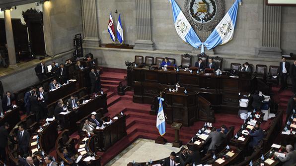 불법 대선자금 의혹 과테말라 대통령 기소 위기 모면